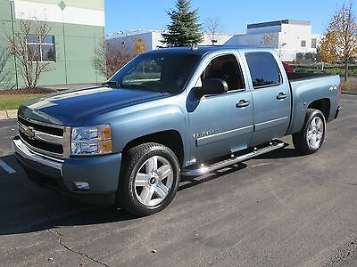 2008 Chevrolet Silverado 1500 Crew Cab LT2 4WD Moonroof Loaded Chevrolet Silverado one owner non smoker Crew Cab Pickup 4dr LT2 Moonroof