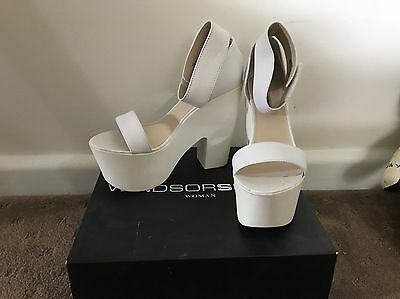 White Leather Women's Shoes, Size 8.5. Second Hand