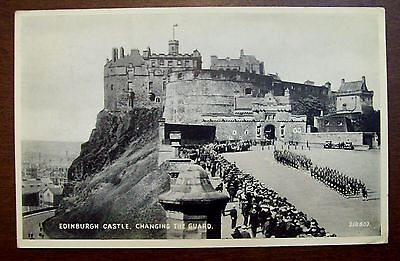 Edimburgh Castle Changing the Guard small postcard ep01
