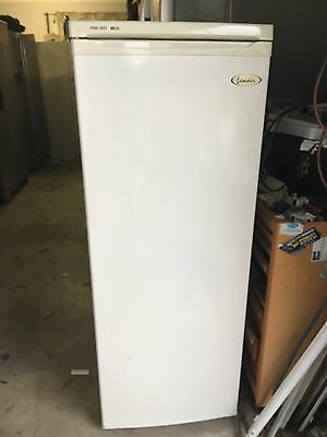 Gutsy fast freezing upright freezer.180ltr. 3mts warranty.