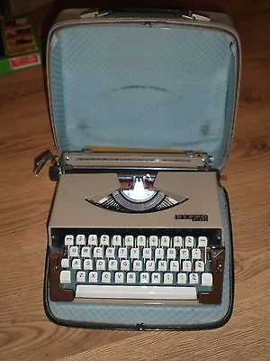Vintage Retro Boots Nippo 200 Portable typewriter with carry case.