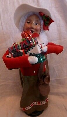 BYERS CHOICE CAROLER  Mrs Claus Shopper  Presents 1997   SIGNED