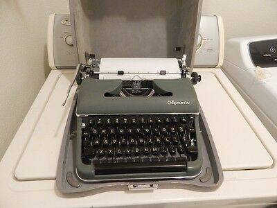 Vintage Olympia De Luxe Typewriter SM 3 1959 WORKS Great Condition