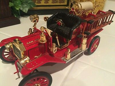 1914 Ford Model T Fire Truck Red Road Signature 20038 1/18 Scale Diecast Car