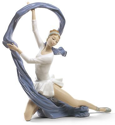 Nao by Lladro Porcelain Dancer With Veil Special Edition Figurine 02001699 New