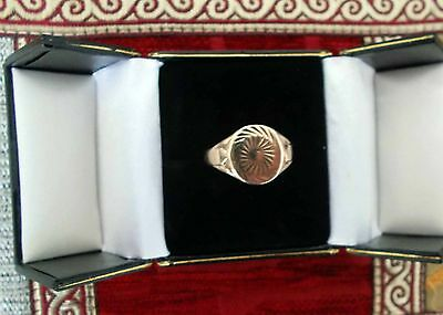 Mens 9ct Gold Oval Diamond Cut Signet Ring - Size W (approx)