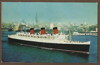 1960s POSTCARD OF RMS QUEEN MARY LEAVING NEW YORK