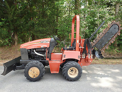 2006 Ditch Witch RT40 hydraulic side shift trencher attachment, heavy equipment