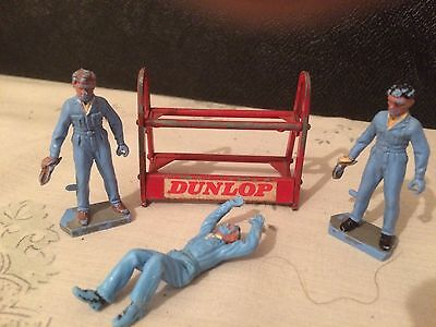Vintage Britains 1970s tyre store/rack and 3 x mechanics*collectable*rare*
