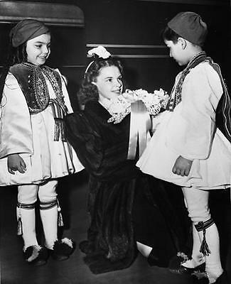 Judy Garland With Child Fans 8X10  Photo 14