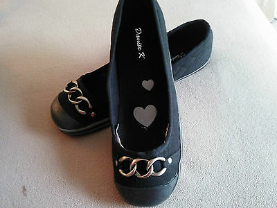 Womens Size 8 1/2 Black With Siver Embellishment Across Toe
