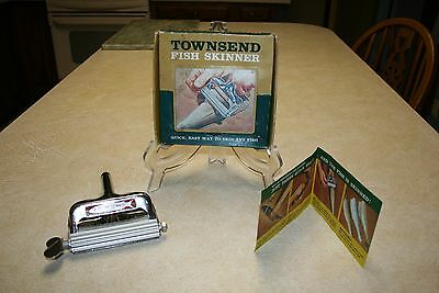 VINTAGE TOWNSEND FISH SKINNER IN ORIGINAL BOX with Instructions Great Condition!