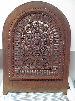ANTIQUE CAST IRON FIREPLACE COVER. Nice!!!!!