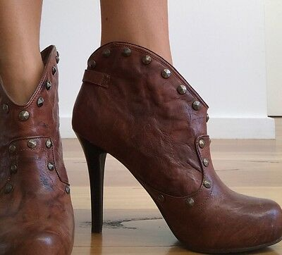 BCBG Ankle Boots Leather Size 8 1/2