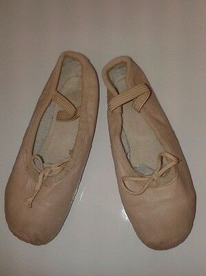 Size 11 Bloch junior ballet shoes. pink leather.