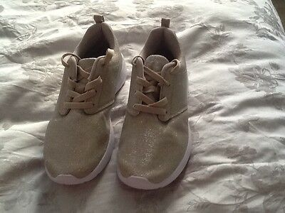New womens size 4 casual shoes
