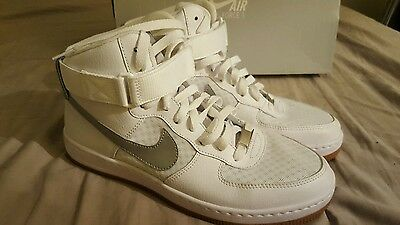 BASKETS nike Air force one 40.5 blanches