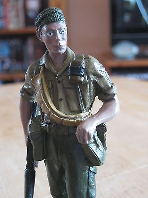 PAINTED BRITISH ARMY 1960 70s WHITE METAL FIGURE  ARMED WITH  AR 15 ,120 MM HIGH