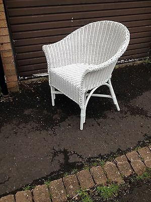 Vintage White Wicker Chair in excelant condition