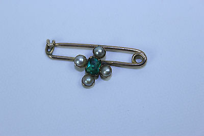 Vintage 9ct Yellow Gold Label Brooch With Half Round Seed Pearls & Emerald Stone
