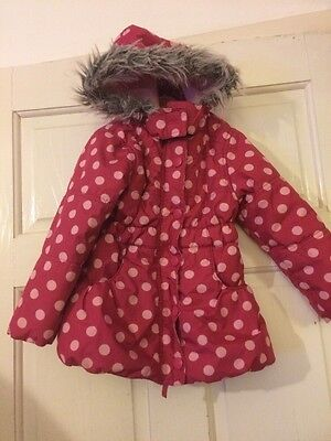 Lovely Little Girls Coat With Fur Trimmed Hood. Pink With Spots. Age 3 Years