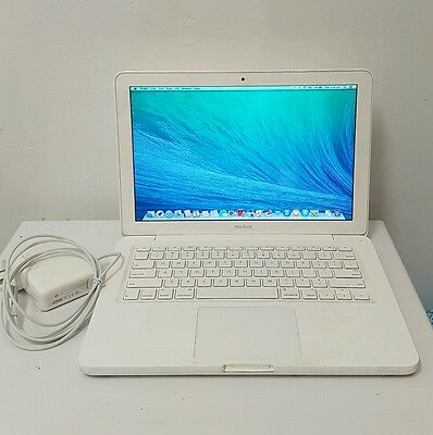 "Apple MacBook 13.3"" Mid 2010 2.4 C2d/2gb Ram/250gb Hdd DVD Player."