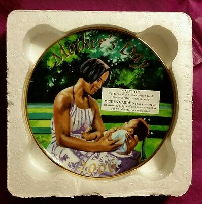 """Avon Mothers Day Plate 2006 """"Mother and Child"""" African American"""
