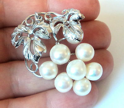 c.1970s STERLING SILVER CULTURED PEARL Realistic BUNCH GRAPES Brooch Pendant