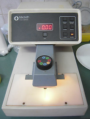Macbeth TD-943 Densitometer ---GG