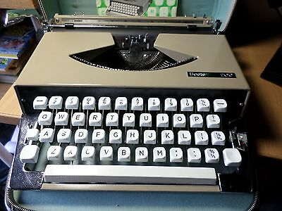Boots Nippo 200  Manual Portable Typewriter Working With Case