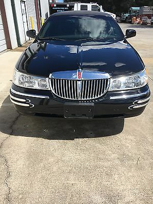 2002 Lincoln Town Car Executive Series 2002 Lincoln Town Car Limo Executive Series *Royale Edition*