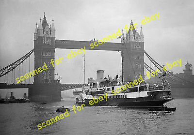 """Photo - """"Royal Eagle"""" paddle steamer arriving at Tower Bridge from Margate, 1932"""