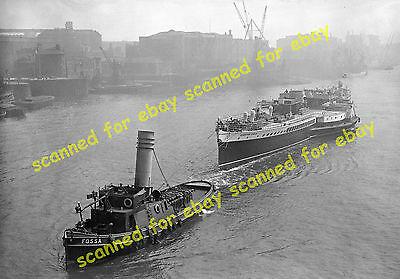 """Photo - """"Crested Eagle"""" paddle steamer towed by """"Fossa"""" tugboat, April 1937"""