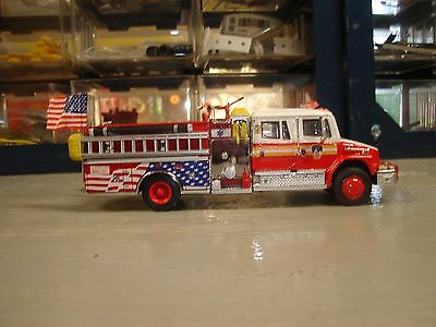 Code 3 Fdny Kitbash Freightliner Engine With Mural Usa Flag  1/64 Scale