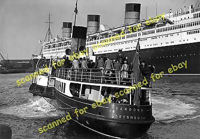 """Photo - Paddle steamer """"Sandown"""" & Cunard liner Queen Mary, Southampton 1936 (1)"""