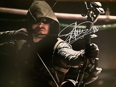 """(The Arrow) Stephen Amell"""" Original Hand signed photo 12x8 With COA"""
