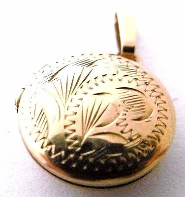 Vintage PICTURE LOCKET with engraved design 9ct gold opens small locket  1975