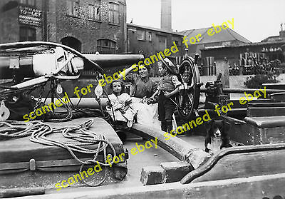 Photo - Canal barge family, London, 1900's