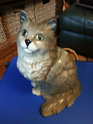 BESWICK large grey and white cat Excellent Condition FREE P&P &&