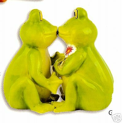 KISSING FROGS Salt & Pepper with Magnet ~ A MUST SEE!!