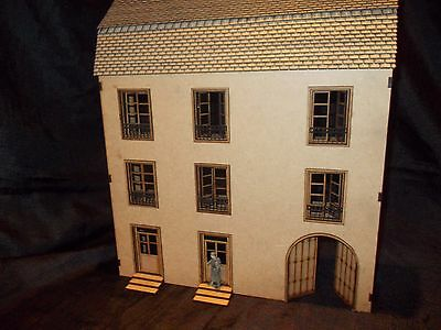 1/35 Scale Ww2 European Building / Coach House / Hotel Model Kit Brand New