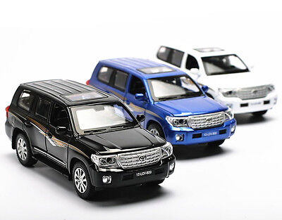 1:32 Toyota Land Cruiser 200 Diecast Model Toy Car Sound Light Pullback