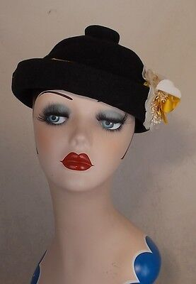 FAB FRENCH 1940s BLACK FELT HAT AMAZING SHAPE WITH YELLOW SILK RIBBON AND FLOWER