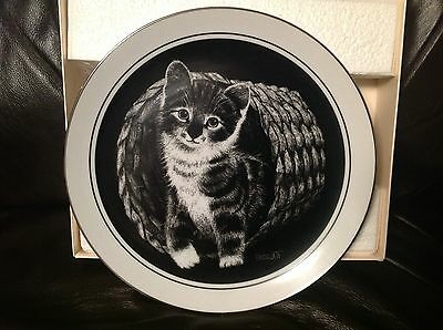 """Kitten's World Limited Edition  9"""" Collector's Plate by Droguett """"Hello World"""""""