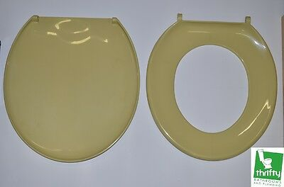 New Retro Harvest Gold Toilet Seat Complete with Fixings