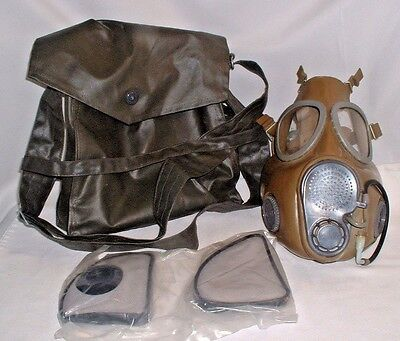 Czech M10M Gas Mask With Extra Filters, Liquids Drinking Tube, & Carry All Bag