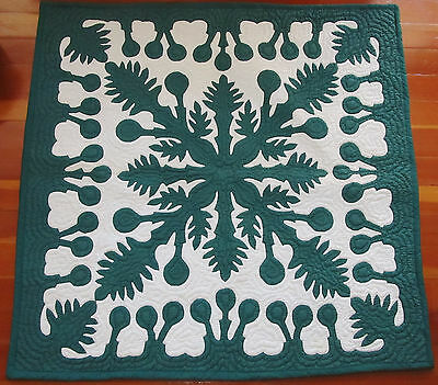 """HAWAIIAN QUILT WALL HANGING Green/White Tabs on Back 40"""" x 40"""""""
