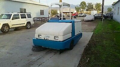 Tennant 6500 propane engine ride on floor sweeper with low hours & FREE shipping