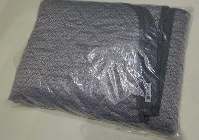 SEALED - QATAR AIRWAYS Business Class Airline Quilted Blanket