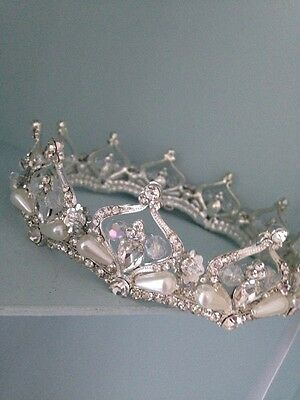 A Lovely Silver Coloured Full Wedding Crown . Stage Prop . Prom / Wedding